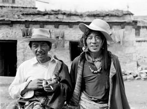 tibetzwei-besucher-in-lithang-sechuan-tibetisch-kham-osttibe-2