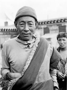 tibettibetischer-mann-in-maniganggo-kham-osttibet-2001-2